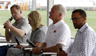 Roger Goodell, Dee Haslam, Jimmy Haslam, Sashi Brown