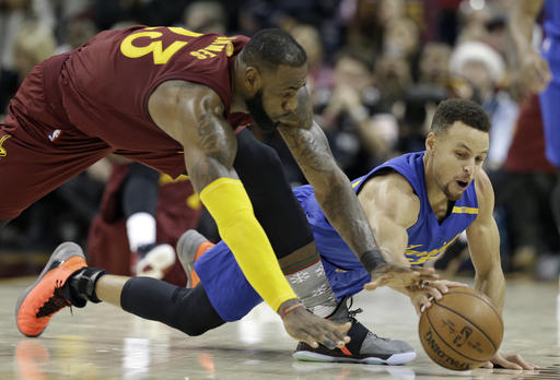 712a8bba52a Irving clutch against Warriors again as Cavs win 109-10 ...